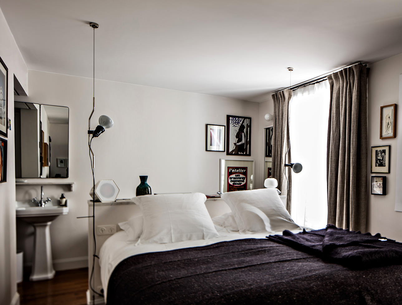 e-pigalle-parisian-hotel-room-decor