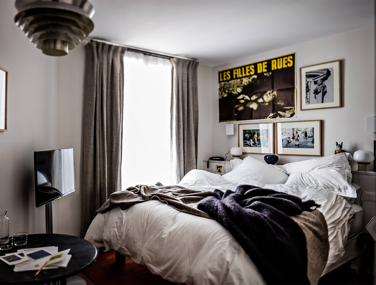 hotel-le-pigalle-paris-double-room-king-size-bed