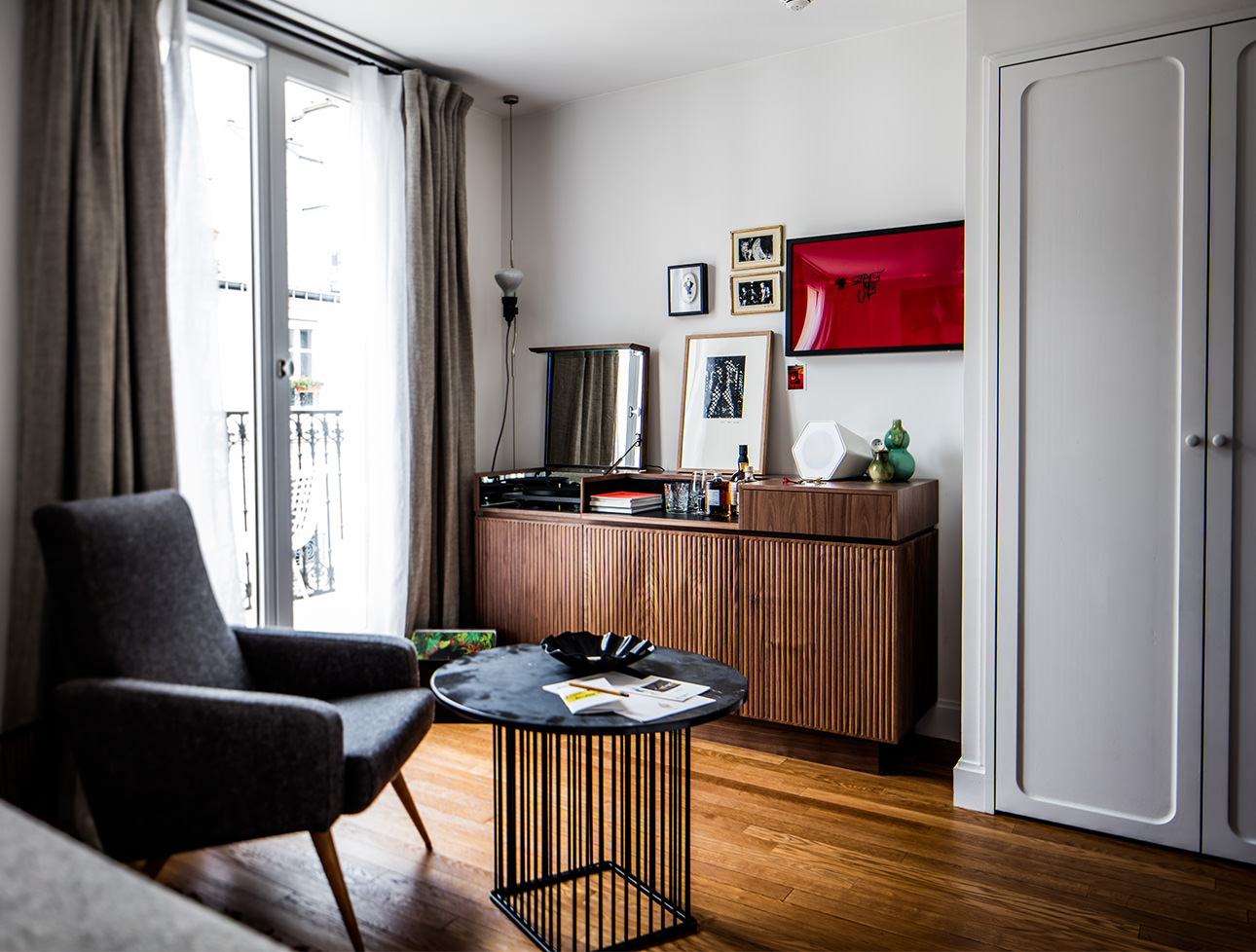 midcentury-hotel-room-decor-le-pigalle-hotel-paris